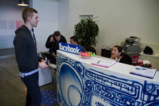 Facebook_front_desk_20121212