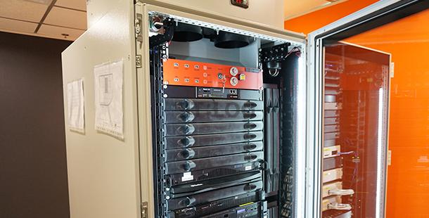 港人創意研發 All-in-one 機櫃!風火水電一櫃有齊、自建機房不用十萬